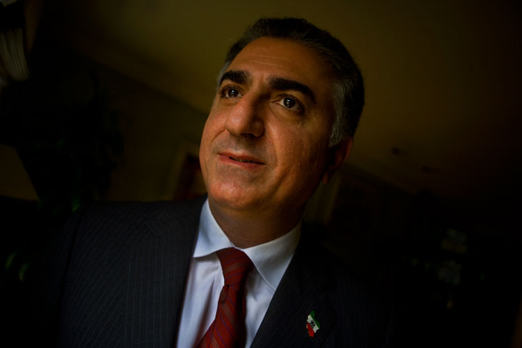 The Return of The King?: Waiting in the Shadows Reza Pahlavi Crown Prince of Iran : Maryland : USA