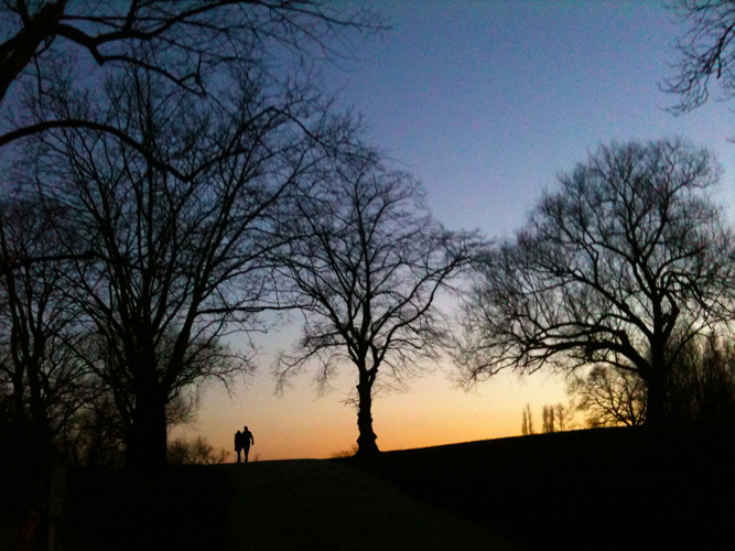 Roaming and Romancing on iPhone : Hampstead Heath : London