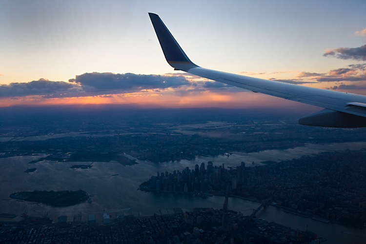 Flying over Manhattan : Continental Flight 632 : NYC