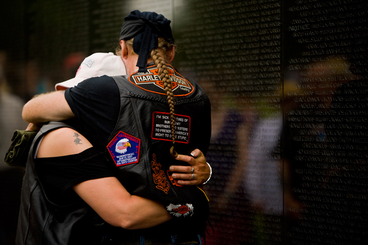 Sorrow and Remembrance at the Wall : Vietnam War Memorial : DC