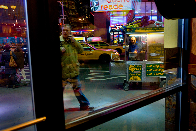 Christmas Eve Hot Dog Stand : 42nd and 8th Av : NYC